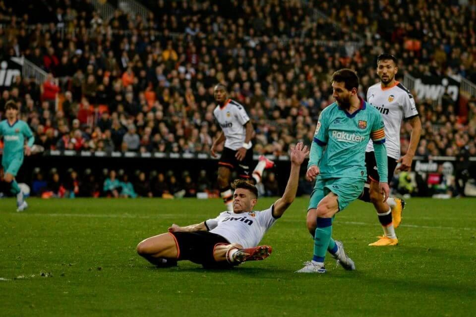 Messi w starciu z Valencią