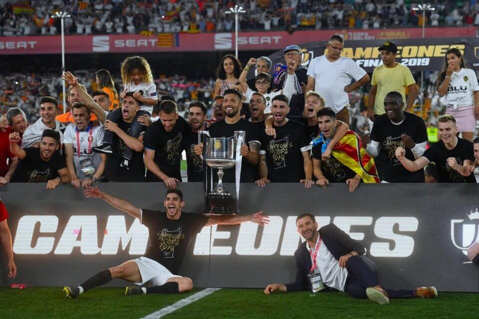 Piłkarze Valencii z Pucharem Króla