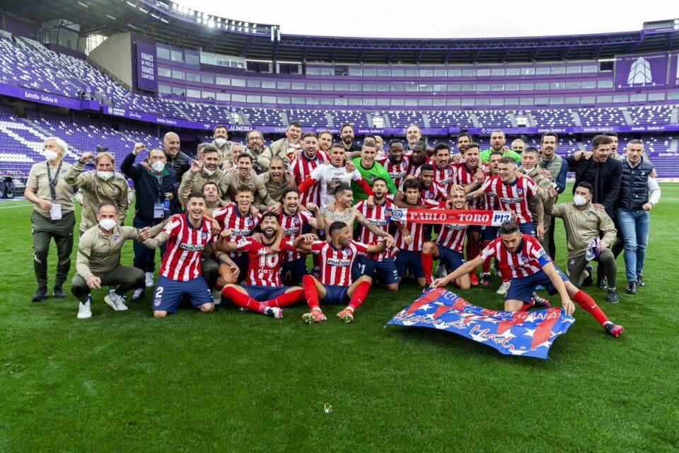Piłkarze Atletico świętujący tytuł